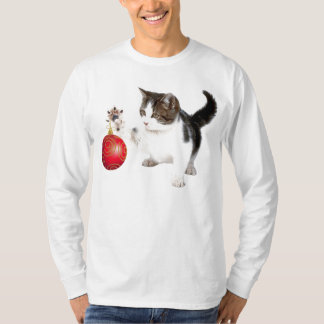 A kitten decorates your Christmas tree Tshirts