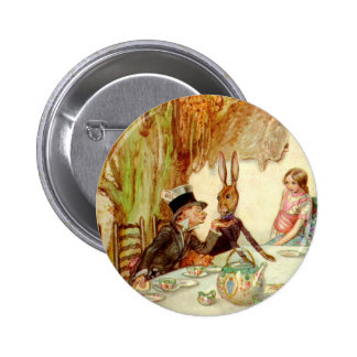 ALICE HERSELF TO THE MAD HATTER'S TEA PARTY 6 CM ROUND BADGE