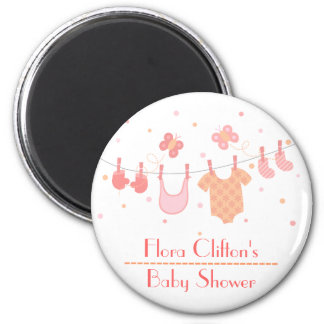 Baby shower: Baby clothes on clothesline 6 Cm Round Magnet