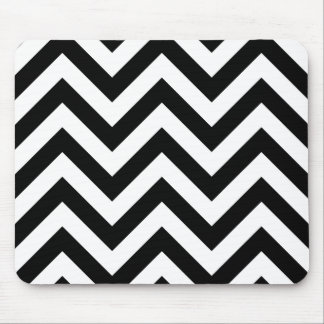 Black and white  Zigzag Chevrons Pattern Mouse Pad