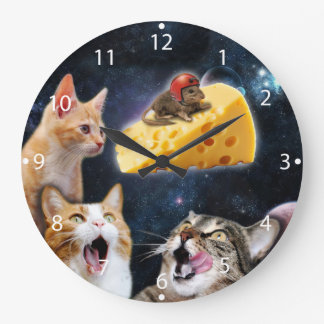 Cats and the mouse on the cheese clock