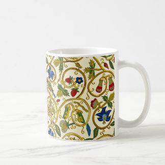 Elizabethan Swirl Embroideries - Goldwork imitatio Basic White Mug