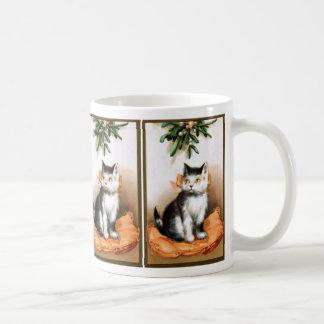 Ellen H. Clapsaddle: Cat under Mistletoe Basic White Mug