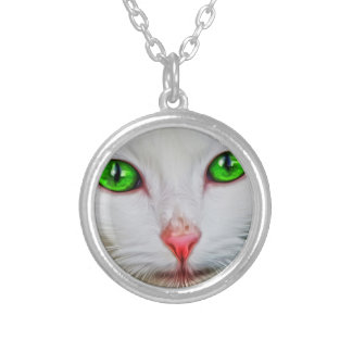 Green Eyes Cat Round Pendant Necklace