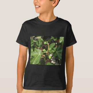 Green figs ripening on a fig tree tshirt