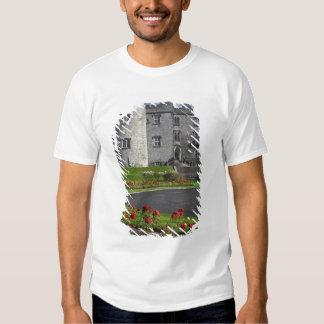 Ireland, Kilkenny. View of Kilkenny Castle. Tshirts