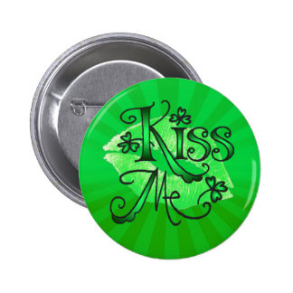KISS ME I'M IRISH LIPS by SHARON SHARPE 6 Cm Round Badge