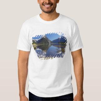 Mitre Peak, Milford Sound, Fiordland National Tshirt