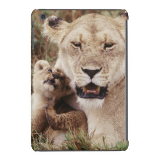 Mother lion sitting with her cub iPad mini case