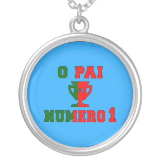 O Pai Número 1 - Number 1 Dad in Portuguese Round Pendant Necklace