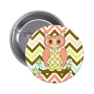 Pretty Colorful Owl against Chevron Background 6 Cm Round Badge