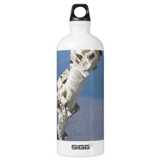 STS-114_Steve_Robinson_on_Canadarm2.jpg SIGG Traveller 1.0L Water Bottle