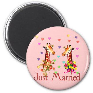 Wedding Giraffes 6 Cm Round Magnet